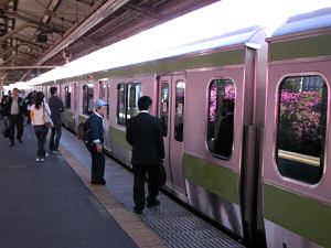駒込駅に到着した電車