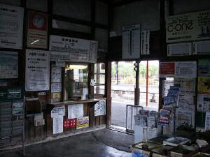 松代駅の駅舎内