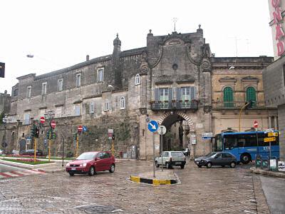 アルタムーラの旧市街入口