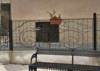 オデュッセイアに登場する怪物スキュラにちなんだ鉄柵