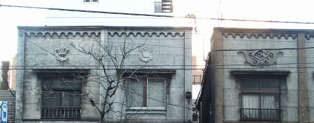 看板建築の正面