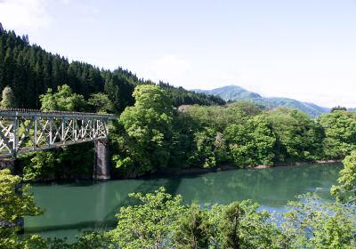 只見川を渡る只見線の鉄橋
