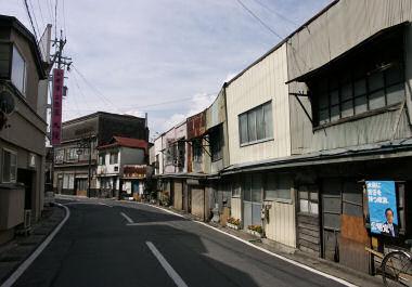 裏道の看板建築群
