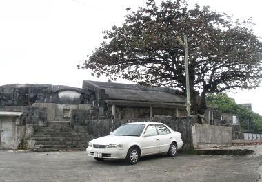幸地腹門中墓の入口