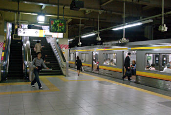 2007年の立川駅南武線ホーム