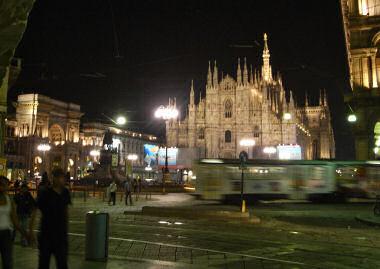 ミラノのドゥオーモと路面電車