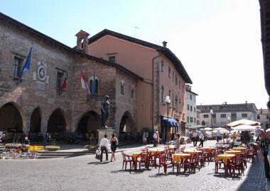 チヴィダーレの中心の広場