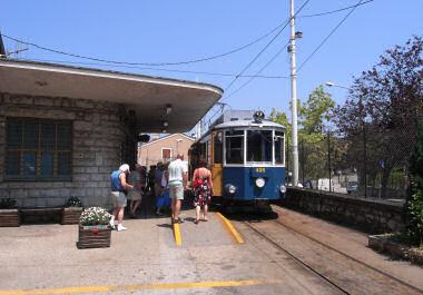 トリエステの路面電車・ヴィッラ・オピチーナにて