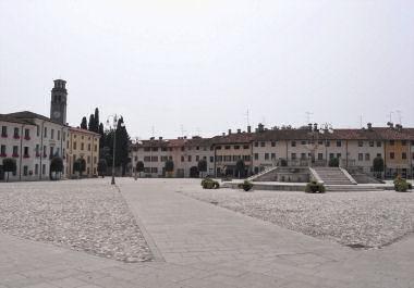 マニアーゴのローマ広場