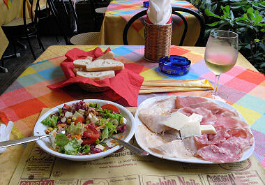 アーゾロでの昼食