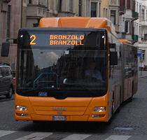 バスの行き先表示も2カ国語