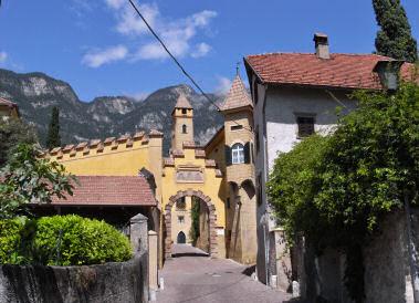 カルダーロ周辺の小さなワイナリー入口