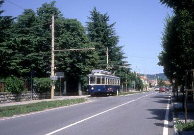 ヴィッラ・オピチーナを走る路面電車