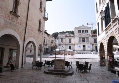 コネリャーノの旧市街入口