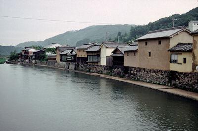 1988年の平福の川端
