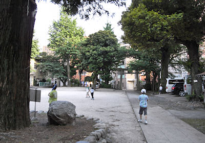 駒込富士神社境内