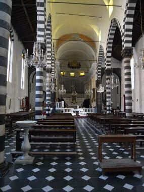 モンテロッソ・アル・マーレの粋な教会
