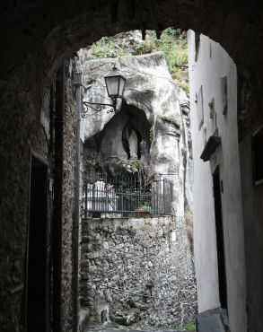 洞窟のマリア像