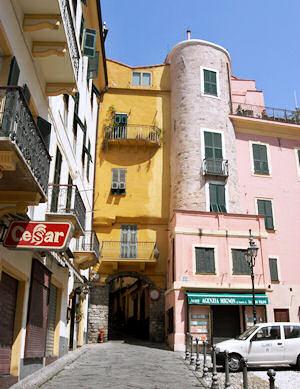 旧市街への入口