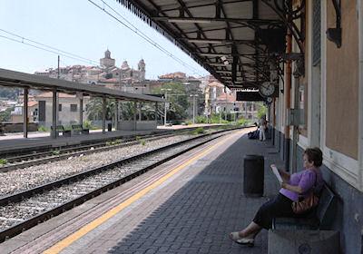 インペリア・ポルト・マウリツィオ駅