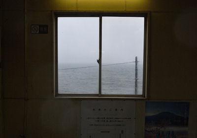 跨線橋の窓から