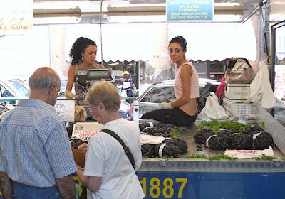 ムール貝を売る乙女
