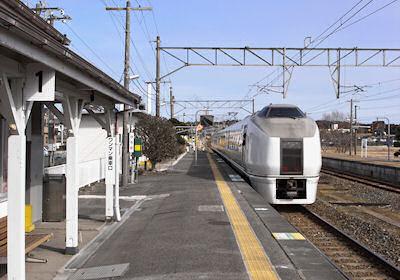 広野駅を発車するスーパーひたち
