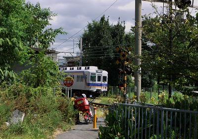 木津川駅の踏切