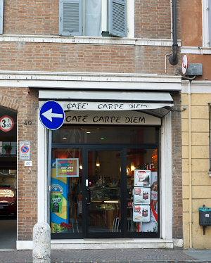 モーデナのカフェ・カルペ・ディエム