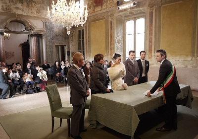 市役所のホールでの結婚式