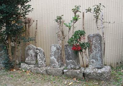 石仏と南天の実