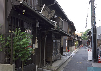 新釜座町の路地