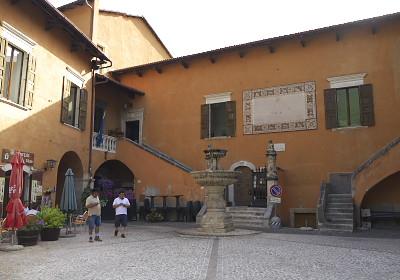 中心の広場