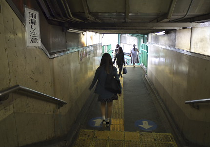 下北沢駅階段