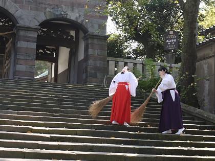 尾山神社の巫女さん