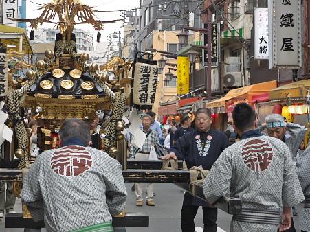 浅草公園町会の神輿