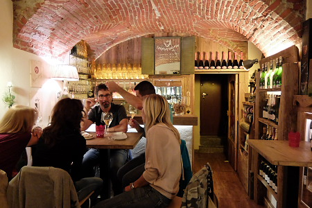 サンタンセルモ通りのワインバー