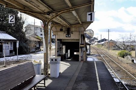美濃市駅のホーム