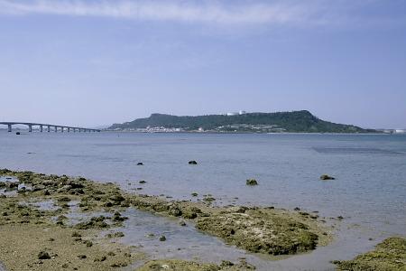比嘉集落から見た平安座島