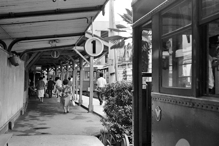 1980年の平野駅ホーム