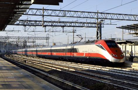 ローマ・ティブルティーナ駅のフレッチャ・ロッサ