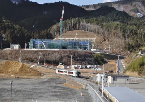 女川駅に到着する石巻線の列車