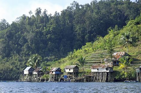 ラジャアンパットの漁村