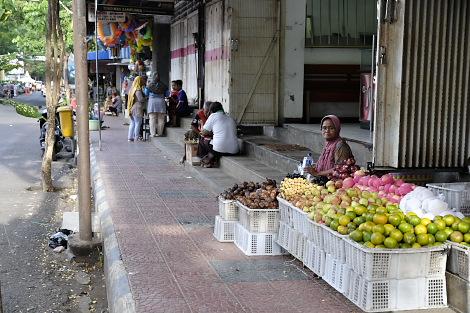 バニュワンギの市場通り