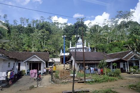 山間の小さな村
