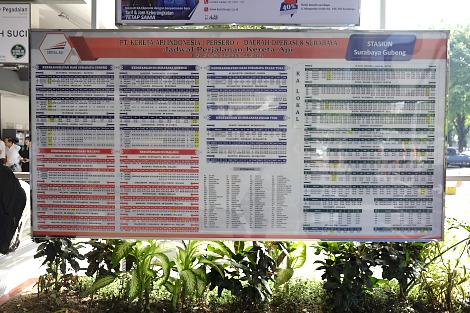 スラバヤ駅の時刻表