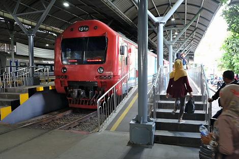 ソロ・バラパン駅とジョグジャカルタを結ぶ近郊列車