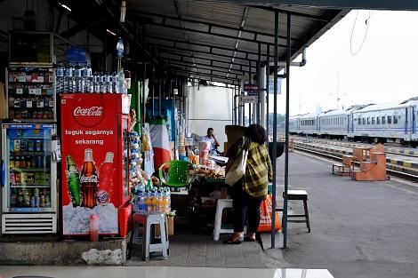 ソロ・バラパン駅の屋外ホーム