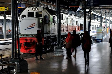 ジョグジャカルタ行きの長距離列車
