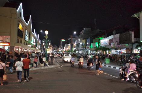 夜のマリオボロ通り
